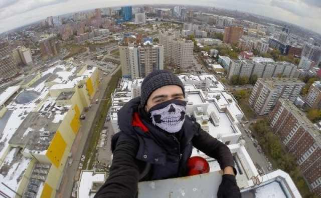 Опубликовано видео драки руферов на крыше башни Москва-Сити