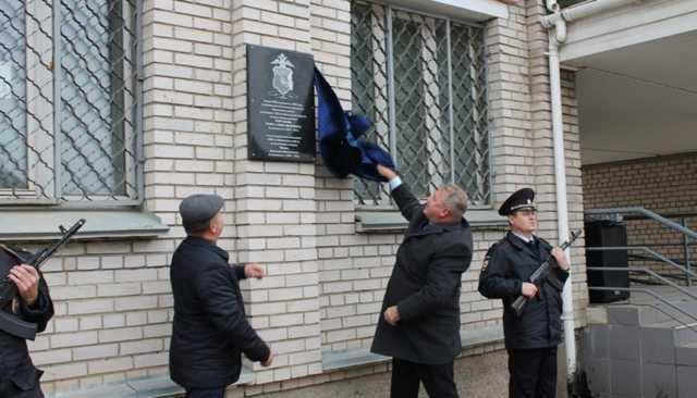 МВД не увидело нарушений в установке памятной доски вологодскому депутату, открытой им самим