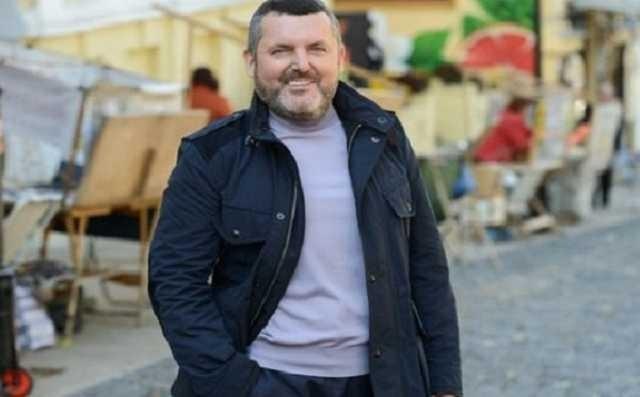 136793 - Бандит Юрий Ериняк, он же Юра Молдован, пытается заблокировать видео, на котором его таскают по полу израильского отеля