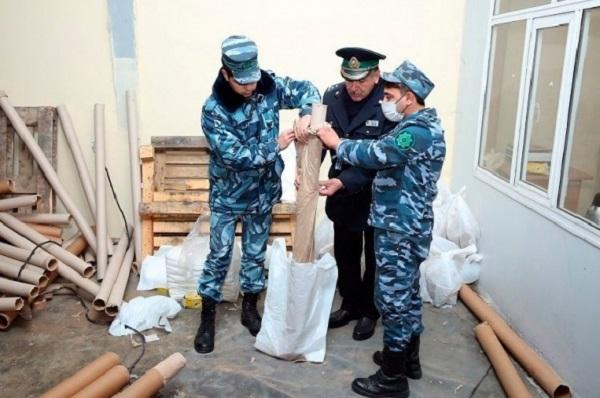 Азербайджанские таможенники выявили крупную партию героина который предназначался для Украины