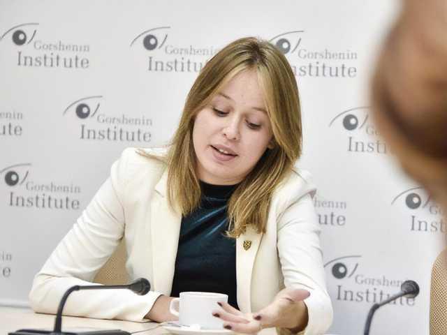 Глава украинской делегации в ПАСЕ отреагировала на фото с лесби-поцелуем