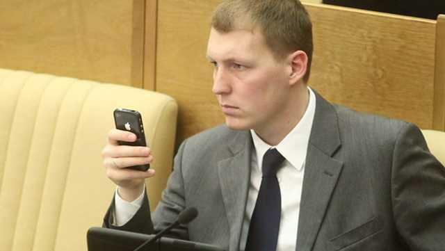 Экс-комиссар «Наших» Шлегель стал «ихним»