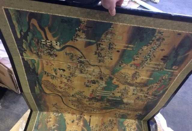 В Украину пытались незаконно ввезти японские артефакты на $300 тыс