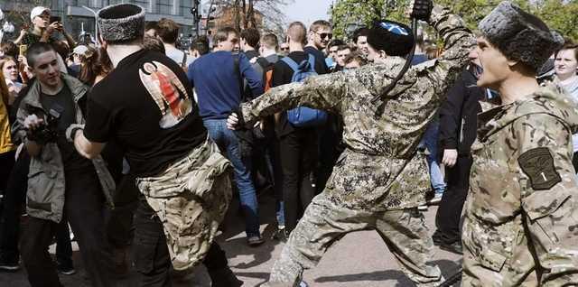 Власти Москвы заплатят 6 млн рублей за обучение казаков навыкам стрельбы и рукопашного боя