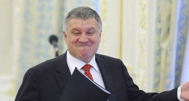 Глава МВД Арсен Аваков «имеет папочку на каждого» - СМИ