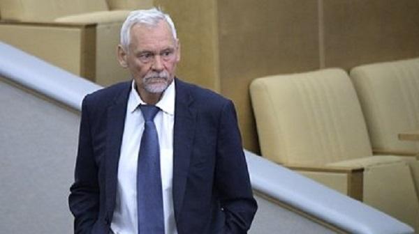 Подаривший чиновнику баночку вазелина депутат Госдумы раскрыл смысл презента