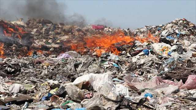 В Госдуме продвигаются поправки в экологическое законодательство, позволяющие сжигать опасные отходы на Байкале