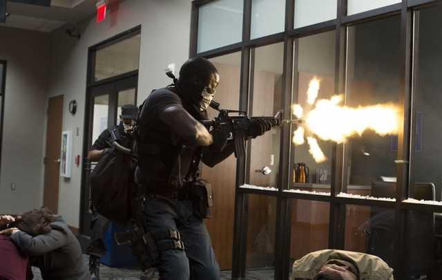 Грабители заставили сотрудников российского банка ползать на коленях