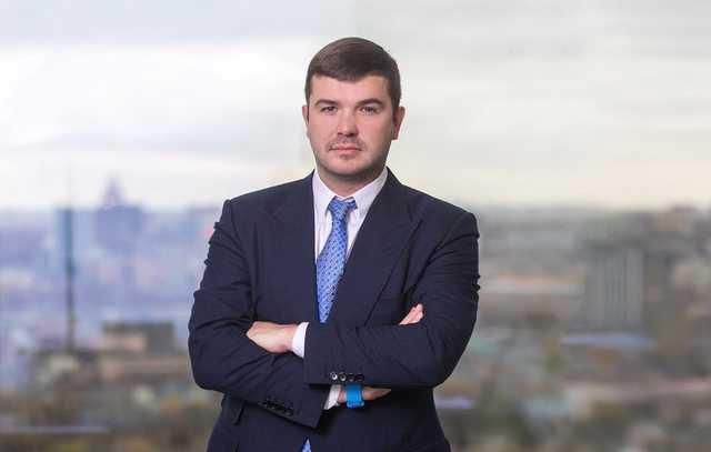 Бизнесмен Александр Прохоров скрывается от суда