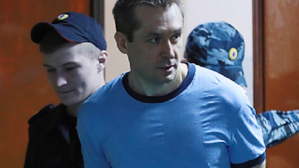 Тюремщики поймали полковника-миллиардера Захарченко на ночном перекусе