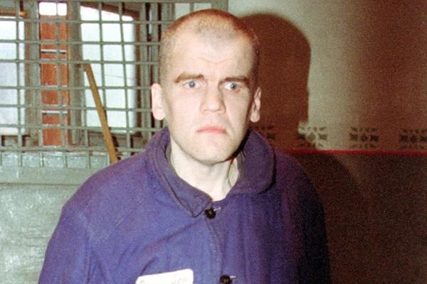Российский маньяк-великан пытал жертв и рубил им головы. Убийцы боялись сидеть с ним в одной камере