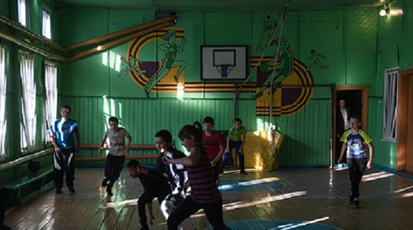 Российского учителя физкультуры задержали в школе из-за наркотиков в закладках