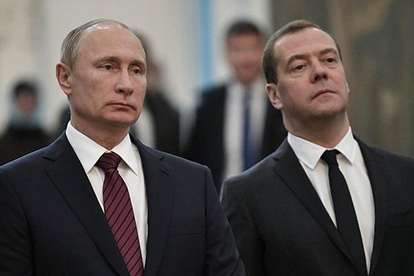 Медведев начал последнее в году заседание правительства фразой «Елочка не горит»