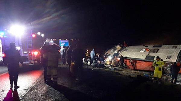 Число пострадавших в опрокинувшемся на российской трассе автобусе уточнили