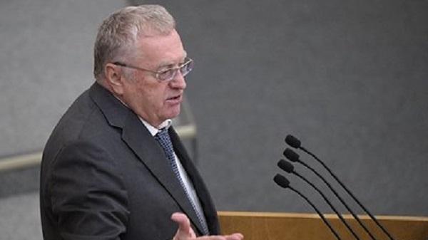 В ЛДПР прокомментировали раздачу Жириновским денег «крепостным и холопам»