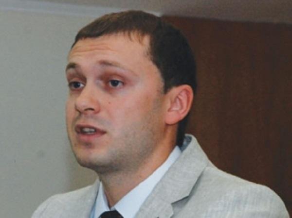 Предприимчивый Ульмер: ближайшая родня Бориспольского межрайонного прокурора обзавелась по месту его работы 12 земельными участками и 3 квартирами