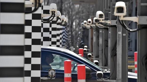 Дмитрий Медведев сделал подарок владельцам платных автотрасс
