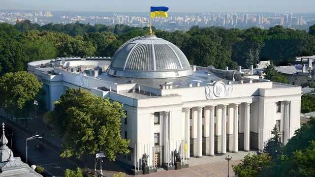 Помощники нардепов в декабре получили до 117 тысяч гривен зарплаты. Документ