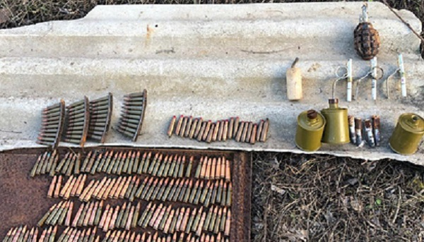 Сотрудники ФСБ обнаружили схрон оружия в Крыму
