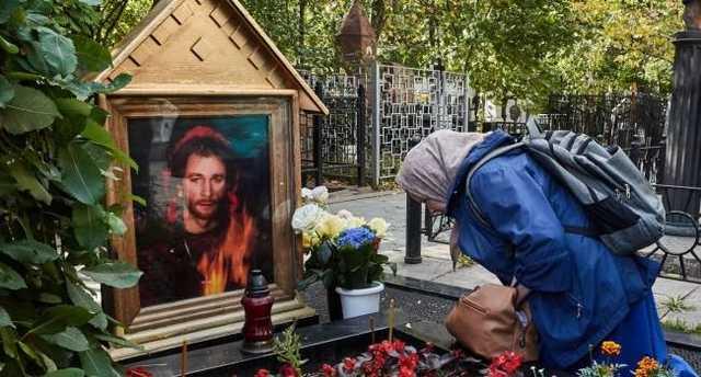 Чудесные исцеления: стало известно о странностях на могиле Талькова