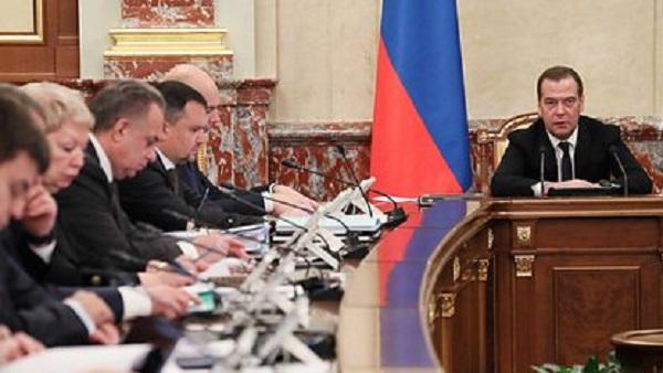 Кремль прокомментировал возможные причины отставки правительства Медведева