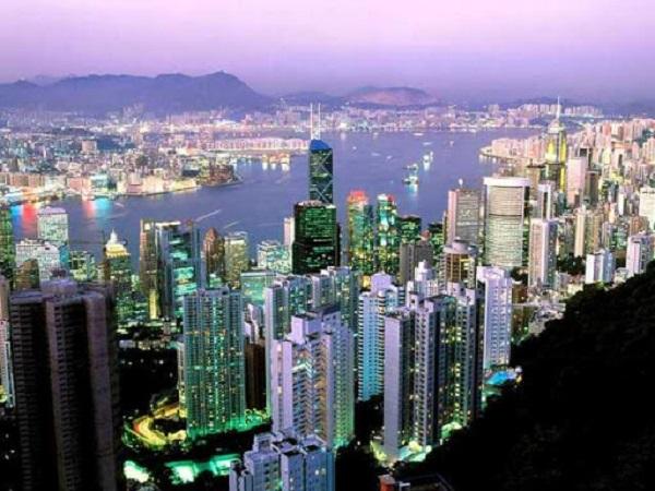 Власти Гонконга раздадут деньги населению, чтобы стимулировать экономику города