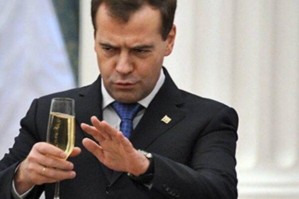 Путин выгнал Медведева из-за алкоголизма: всплыла скандальная информация