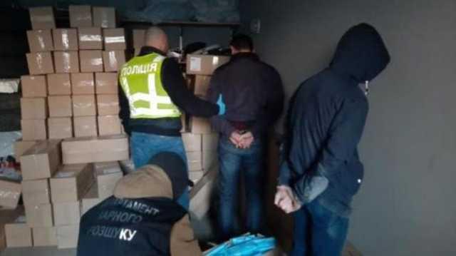 В Киеве вооруженная банда украла у предпринимателей 100 тысяч медицинских масок