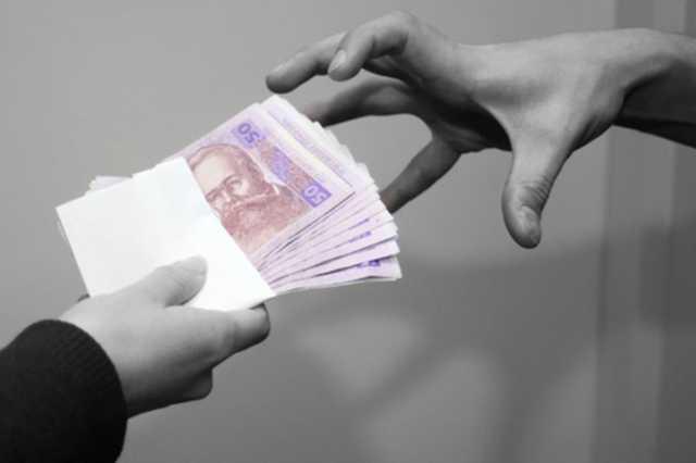 В Киеве на взятке в 70 тысяч гривен попался проректор академии